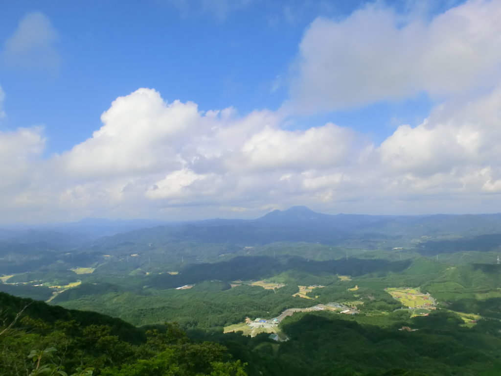 琴引山山頂から望む三瓶山